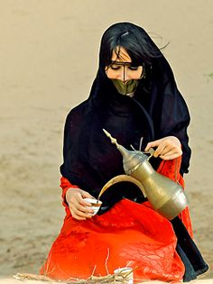 Bedouin Arab lady with gahwa
