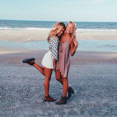 Two friend beach pictures, friend pics, beach pics, bff pictures, best friend Go Best Friend, Best Friend Pictures, Bff Pictures, Best Friend Goals, Best Friends Forever, Beach Pictures, Selfie Foto, Good Vibe, Friend Poses