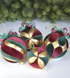 1 million+ Stunning Free Images to Use Anywhere Quilted Christmas Ornaments, Fabric Ornaments, Christmas Tree Ornaments, New Year Diy, Temari Patterns, Fabric Balls, New Year's Crafts, Homemade Christmas, Xmas Decorations