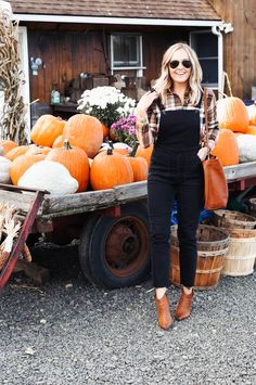 5 Ways To Style A Flannel For Fall Fall Flannel Outfit . - - 5 Ways To Style A Flannel For Fall Fall Flannel Outfit Ideas Source by Black Overalls Outfit, Flannel Shirt Outfit, White Overalls, Dungarees, Black And White Flannel, White Denim, Fall Fashion Trends, Autumn Fashion, Women's Fashion