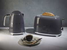 """""""The new neutral"""". Have you got your hands on our new slate grey kettle and toaster yet? Smeg Kitchen, Kitchen Set Up, Handleless Kitchen, Kitchen Ideas, Kitchen Stuff, Kitchen Decor, Small Appliances, Kitchen Appliances, Home"""