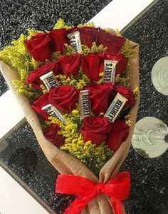 Things to Know about Deals on Valentine's Day Flowers Online Candy Bouquet Diy, Flower Bouquet Diy, Valentine Bouquet, Valentines Flowers, Creative Gift Baskets, Valentine's Day Gift Baskets, Valentines Day Presents, Valentines Diy, Quick Halloween Crafts