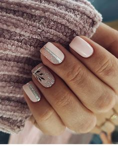 The advantage of the gel is that it allows you to enjoy your French manicure for a long time. There are four different ways to make a French manicure on gel nails. Easy Nails, Simple Nails, Cute Nails, Pretty Nails, Latest Nail Designs, Cute Nail Art Designs, Perfect Nails, Gorgeous Nails, Nailed It