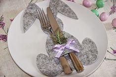 Bunny Utensil Holder w/pattern and tutorial Easter Dinner, Easter Party, Easter Table, Easter Gift, Happy Easter, Easter Bunny, Easter Eggs, Easter Projects, Easter Celebration