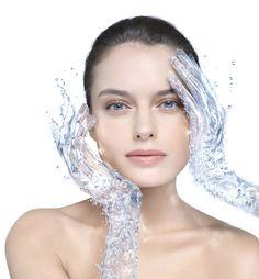 Misellifaasivesi naisen kasvoilla
