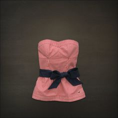 Cute Hollister top: great for summer but can pair with a jean jacket for fall or winter. Perfect.