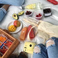 picnic date 😊 Cute Food, Good Food, Yummy Food, Tasty, Picnic Date, Summer Picnic, Aesthetic Food, Cravings, Food Porn