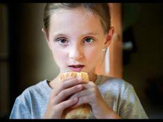 Becas comedor: con la comida no se juega y sin ella tampoco. - YouTube Youtube, Musica, Games, Food, Youtubers, Youtube Movies