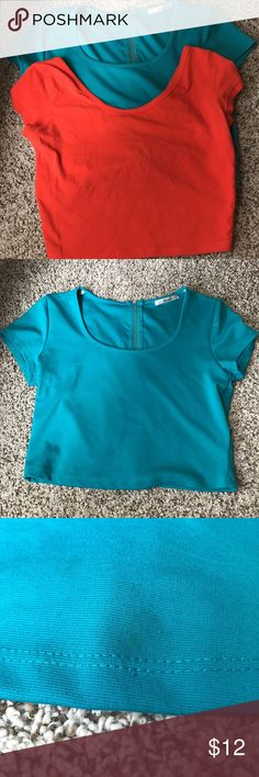 2 CROP TOPS SIZE MEDIUM •lightly worn •very small stain on blue shirt •two tops included •brands=papaya & wetseal 💅🏼 Papaya Tops Crop Tops