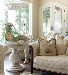 35 Great French Country Farmhouse Design Ideas Match For Any House Model - Home Decor Ideas French Country Living Room, French Country Farmhouse, French Country Style, French Country Decorating, Farmhouse Design, Rustic French, French Cottage Decor, French Country Interiors, French Country Gardens