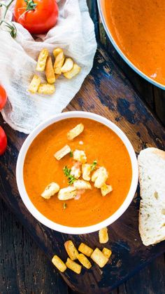 Panera Bread Creamy Tomato Soup Copycat is the chain& classic, famous, creamy soup that will warm your soul and make your taste buds happy. Yummy Recipes, Copycat Recipes, Vegetarian Recipes, Cooking Recipes, Recipies, Vegan Soups, Chili Recipes, Cooking Ideas, Fall Recipes