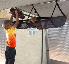 Isabella Toporganizer; Praktisch #bagagenet dat aan een dakstang in uw #voortent wordt gehangen. Draagvermogen: 5 kg. #Opbergsysteem voor uw voortent. #camping #caravan #vakantie #voortent #kampeer #reizen #wanderlust #travel #gezelligheid