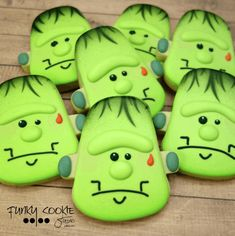 Spooky Fun Halloween Cookies Check out this list of creepy, cute, scary, spooky Halloween cookies! Decorated cookies for kids and Halloween Cookie Recipes, Halloween Cookies Decorated, Halloween Sugar Cookies, Halloween Baking, Halloween Cupcakes, Easy Halloween, Halloween Treats, Halloween Party, Decorated Cookies