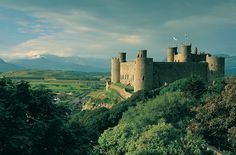 Harlech Castle in Gwynedd, North Wales. For commercial use please visit www.walesonview.com Reference: M85-486-SP