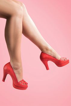 Miss L-Fire - 50s Heart Breaker Peeptoe Plateau Pumps in Red