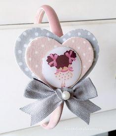 Diadema corazones forrados en tela con ilustración muñeca Caramel Sweet Doll.         PRECIO    Unidad €8,00 EUR             ...