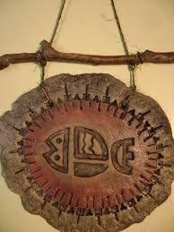 Resultado de imagen para esculturas con pasta piedra Clay Crafts, Diy And Crafts, Mexican Style Homes, Pasta Piedra, Indian Feathers, Concrete Crafts, Bird Ornaments, Paper Clay, Art Decor