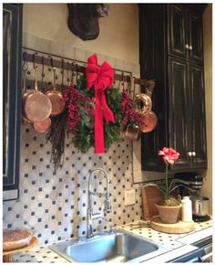 Love the hanging copper cookware...
