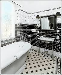 Image result for badezimmer mit fliesen schwarz und weiß