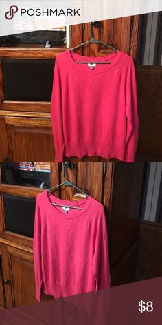Ladies Lightweight Sweater Ladies XL lightweight pink sweater from Old Navy that is in excellent condition. Old Navy Sweaters Crew & Scoop Necks