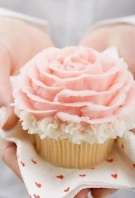 Pretty floral cupcake !