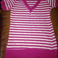 Adorable pink stripped Vneck! This shirt is in good shape has no stains!  ✨ please note the shirts and wrinkly because I haven't worn them in forever or at all✨ before I ship them I will fluff them- I apologize✨ Forever 21 Tops Tees - Long Sleeve