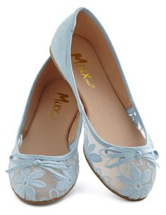 pretty lace ballet flats http://rstyle.me/n/iyp79r9te