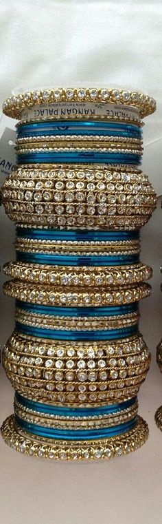 Indian bridal bangles gold india new Ideas Bridal Bangles, Gold Bangles, Silver Bracelets, Indian Bangles, Wedding Jewelry, Bangle Bracelets, Indian Accessories, Wedding Accessories, Bollywood