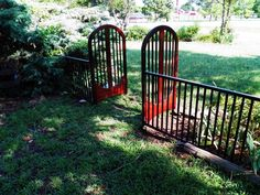 a drop side baby crib I repurposed for my garden. a drop side baby crib I repurposed for my garden Old Baby Cribs, Old Cribs, Baby Beds, Crib Bench, Crib Rail, Outdoor Projects, Outdoor Decor, Outdoor Spaces, Wood Projects