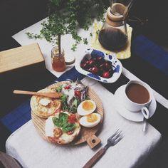 .@zizimoko   夫、仕事に行ってしまったので一人のんびり朝ごはんでした 甘いのとしょっぱいの♡ ...