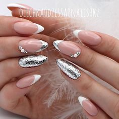 Luxury nails are something that all fashionable ladies are indifferent to. That is why we have compiled this fresh and trendy set of unique manicure ideas. It is up to you to decide what to replicate and what to use as the perfect inspiration. French Tip Nail Designs, French Tip Nails, Nail Art Designs, Glitter French Nails, French Manicure With Design, Metallic Nails, Nails Design, Acrylic Nails, Fabulous Nails