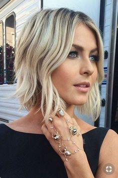 20 Popular Short Blonde Hair 2018 , Who does not like blonde hair if it is even short? Here are 20 Popular Short Blonde Hair Blonde hair is still one of top hairstyles that ladies . Haircuts For Wavy Hair, Short Hair With Bangs, Short Hair Styles Easy, Hair Styles 2014, Medium Hair Styles, Short Wavy Bob, Wavy Lob, Short Layers, Bobs For Wavy Hair