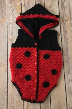 Crochet Baby Girl Free Crochet Pattern - Spring Ladybug Onesie - Crochet a sweet little ladybug onesie for a baby or toddler in your life. This free crochet pattern is sized from months. Crochet Ladybug, Crochet Bebe, Crochet For Kids, Free Crochet, Knit Crochet, Crochet Baby Blanket Beginner, Crochet Baby Cocoon, Newborn Crochet, Baby Knitting