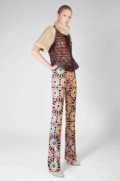 476518a276847 Laser Cut Leather Top With Pearl Mink Fur And Printed Trousers Flip