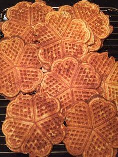 Frasiga våfflor , LCHF och glutenfritt | Cecilias bästa... Lchf, Fika, Stevia, Waffles, Food And Drink, Low Carb, Gluten Free, Baking, Breakfast
