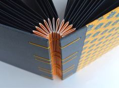 Photo Album: Coptic Binding, stitching exposed - Cover Bookbinding cloth and paper Book Binding Design, Bookbinding Tutorial, Bookbinding Ideas, Accordion Book, Book Sculpture, Book Design Layout, Halloween Coloring, Embroidery Hoop Art, Handmade Books