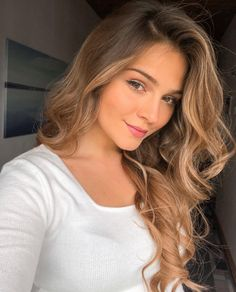 You sweat and silent. Its So mutch beauty in silence. Hair Color For Women, Modern Haircuts, Hair Trends, Beauty Women, Cool Hairstyles, Hair Cuts, Hair Beauty, Long Hair Styles, Sexy