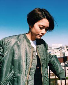 "1,229 Likes, 14 Comments - Lyla Iwamoto / 岩本 ライラ (@lylaa05) on Instagram: ""@nakai_kakimotoarms 髪の毛いつもセットしていただいてる が、自分でも巻けるようになりたい。"""