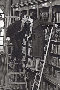 there may be a ban on gabbing in the library, but there is nothing against a little snogging! ;D Romy Schneider, Woody Allen, Library Ladder, Library Books, I Love Books, Books To Read, Charles Trenet, What's New Pussycat, Beautiful Library