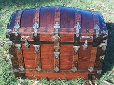 Old steamer trunk.  I love trunks.  I have 2, but I think I need more!