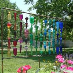 A brilliant garden bottle wall… We love to scavenge for just the right objects to put them together for garden art and Sherma Jones has created something I call a Flea Market Gardening masterpiece in her Nebraska garden. Wine Bottle Wall, Wine Bottle Crafts, Bottle Art, Wine Bottle Trees, Diy Bottle, Bottle Garden, Glass Garden, Glass Fence, Yard Art