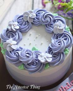"""29 Likes, 6 Comments - The Sweetest Thing (@thesweetest_thing_) on Instagram: """"#buttercreamcake #madebyorder #customcake #jakartacake #cakejakarta #onlinecakejakarta #onlinecake…"""""""