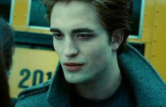 queens of twilight Twilight Saga Books, Twilight Edward, Edward Bella, Twilight Movie, Edward Cullen, Patrick Rothfuss, Twilight Pictures, New Girlfriend, Robert Pattinson Twilight