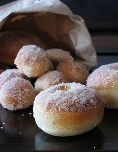 Baked Donuts: These are unbelievably simple and delicious! I think I am going to try and boil them to make them into bagels some time. Brownie Desserts, Just Desserts, Delicious Desserts, Yummy Food, Dessert Healthy, Yeast Donuts, Baked Doughnuts, Fried Donuts, Baked Yeast Donut Recipe