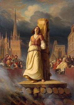 Juana de Arco, acusada de herejía y brujería , fue quemada viva por la Santa Inquisición