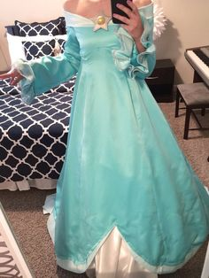 My Rosalina Dress! Still need to adjust it so it fits my body better, but here is what it looks like so far! Rosalina Costume, Rosalina Cosplay, Mario Cosplay, Mario Costume, Diy Costumes, Cosplay Costumes, Halloween Costumes, Cosplay Dress, Costume Dress