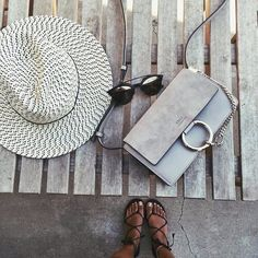 Stylée à la plage cet été avec le Faye de chez Chloé. // www.leasyluxe.com #summer #chloe #leasyluxe