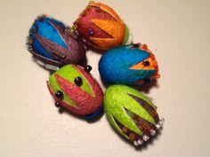 Decorating silk cocoons