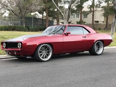 What's your idea of the perfect pro-touring muscle machine? Cole's gorgeous #protouring '69 #Chevy #Camaro is powered by a 418ci Stroker LS3 mated to a Tremec T56 Magnum transmission and rides on RideTech suspension, RideTech coilovers, Kore3 Z51 brakes, 275/30R19 Nitto NT05 & 345/30R19 NT05R tires, and 19x9.5/19x12 #Forgeline #RB3C wheels finished with Titanium centers & Brushed outers! See more at: http://www.forgeline.com/customer_gallery_view.php?cvk=1903