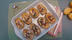 Poche semplici mosse per un secondo piatto genuino e appetitoso. Guarda la video ricetta delle barchette di patate Selenella con scamorza e pancetta su Sale&Pepe.